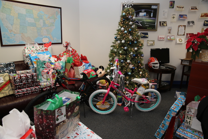 Gifts For Employees For Christmas.Hellas Employees Give Generously Through Blue Santa